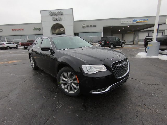 New 2019 Chrysler 300 Touring Sedan In Matteson Th19012 South Oak